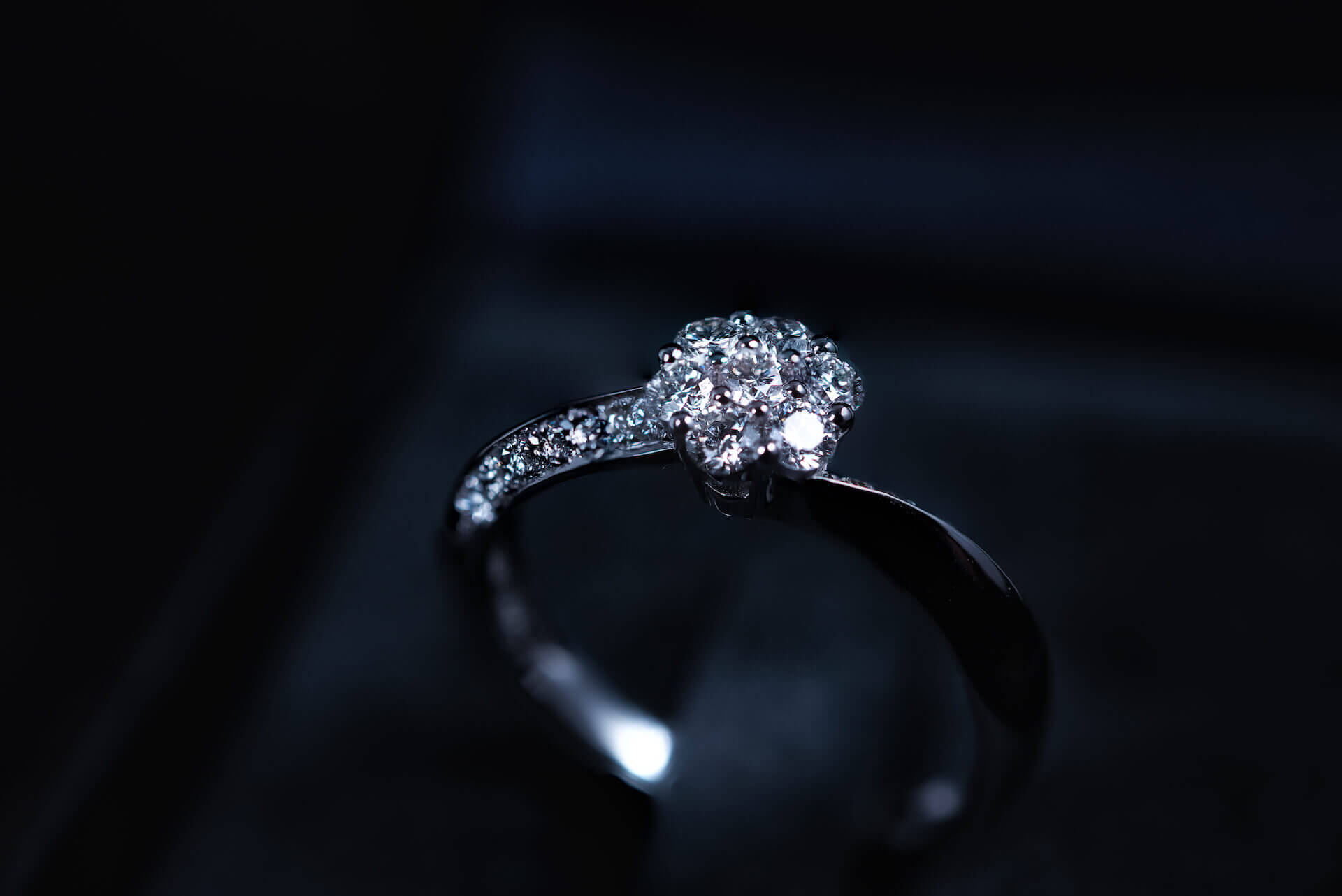 טבעת אירוסין עם יהלומים